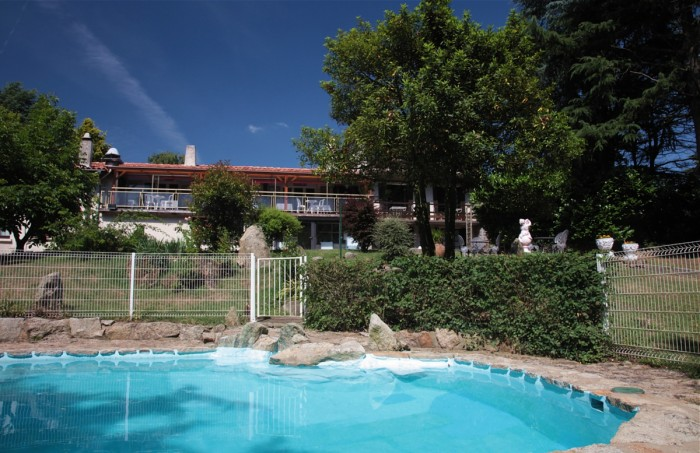 The summer pool of the affordable Hotel Cholet