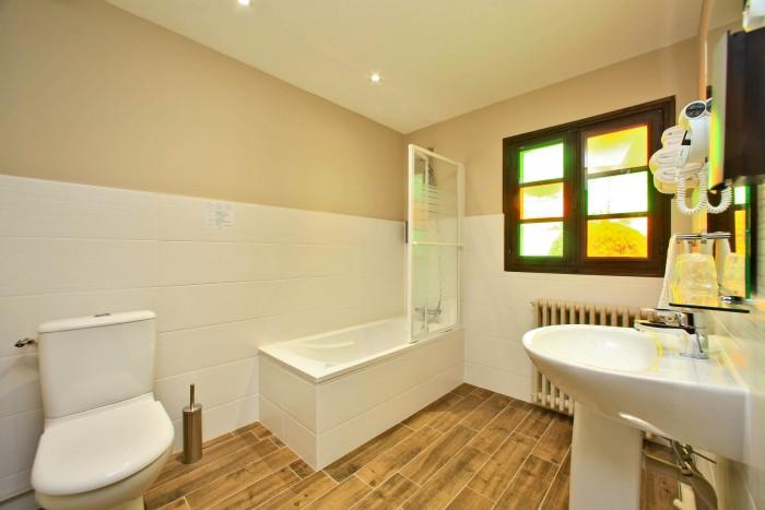 chambre hotel cholet salle de bain