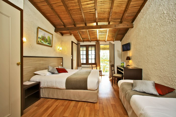 puy du fou guest room with single-storey access