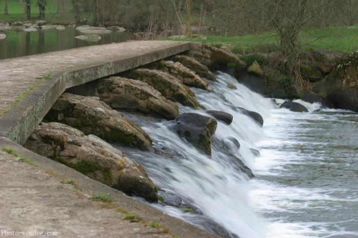 Ecluse la rivière la Sèvre Nantaise