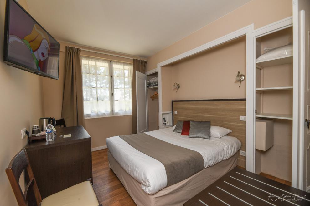 Chambre de l'hôtel la Chaumière proche de cholet avec wifi