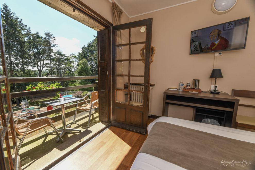 Chambre n° 3 hotel avec chambre balcon vue sur le jardin