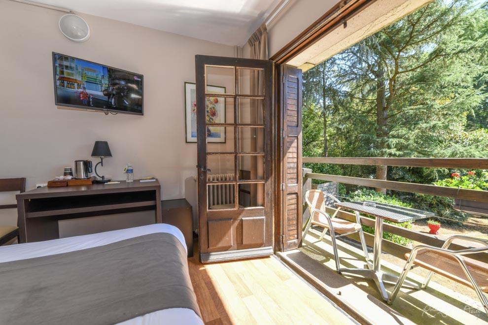 Chambre n° 4 hotel saint laurent sur sèvre avec balcon