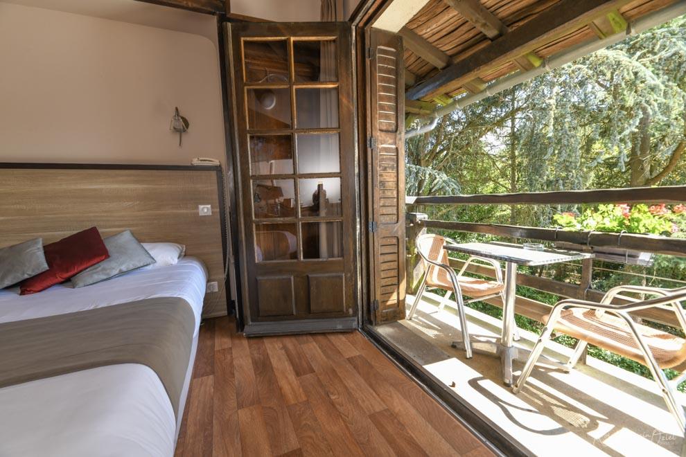 Chambre n° 5 hotel puy du fou avec chambre balcon vue sur jardin