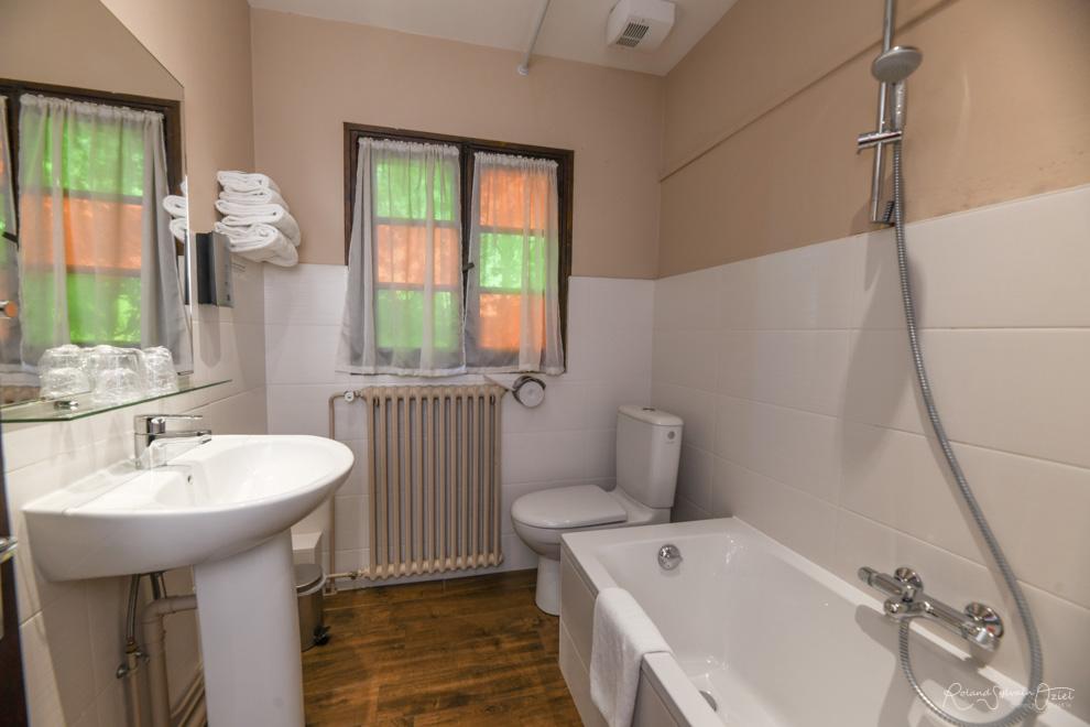 Chambre n° 5 hotel puy du fou avec chambre salle de bain